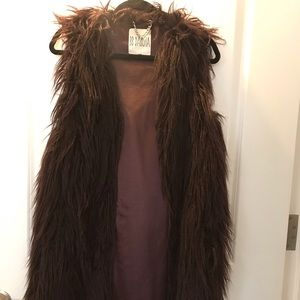 BB Dakota fur-burgundy